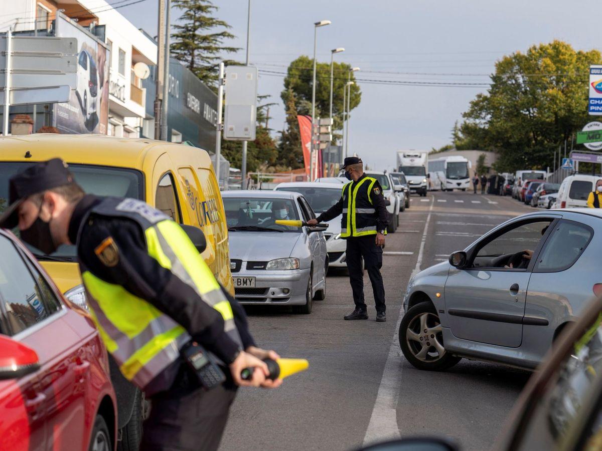Foto: Control policial por las restricciones del coronavirus en Aragón (EFE)