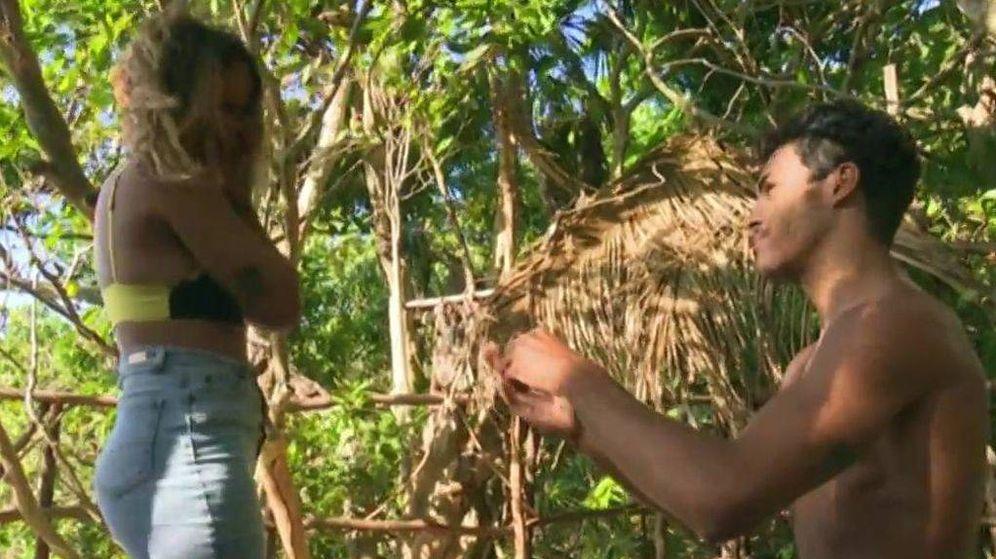 Foto: Kiko pide a Gloria Camila en matrimonio en 'Supervivientes'. (Mediaset España)