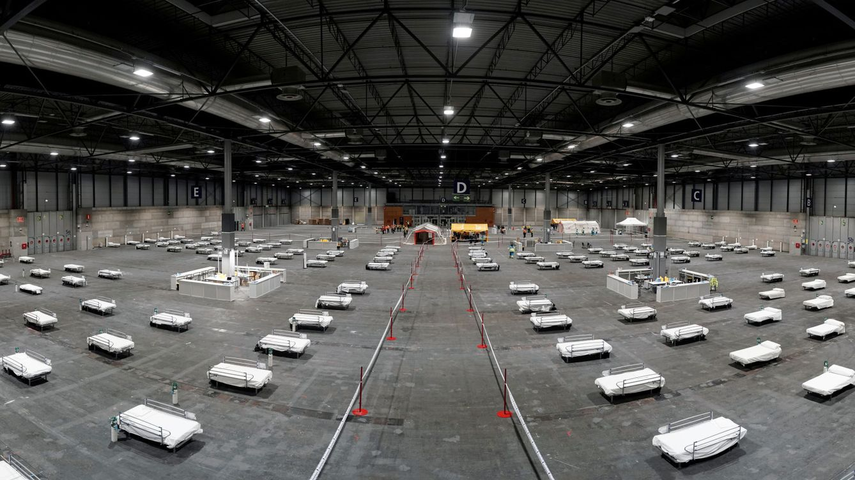 Foto: Camas montadas en el recinto de Ifema. (Reuters)