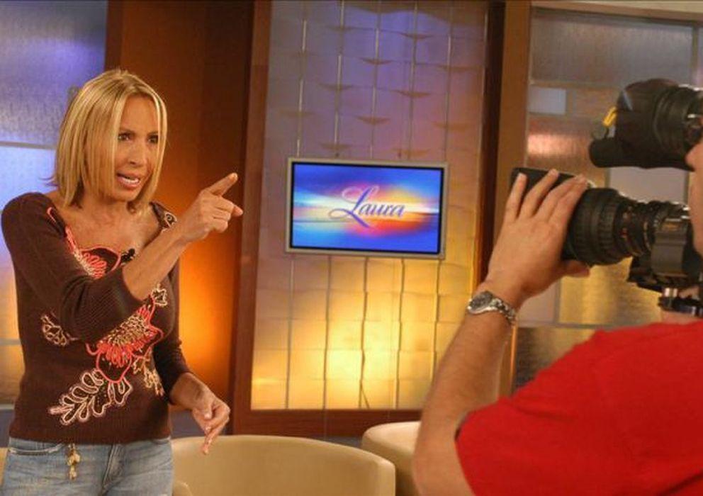 Foto: Laura Bozzo, conocida como la reina de la telebasura, durante la grabación de un programa (Archivo)