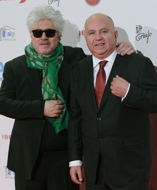 Foto: El productor Agustín Almodóvar (d) junto a su hermano, el cineasta Pedro Almodóvar. (EFE)