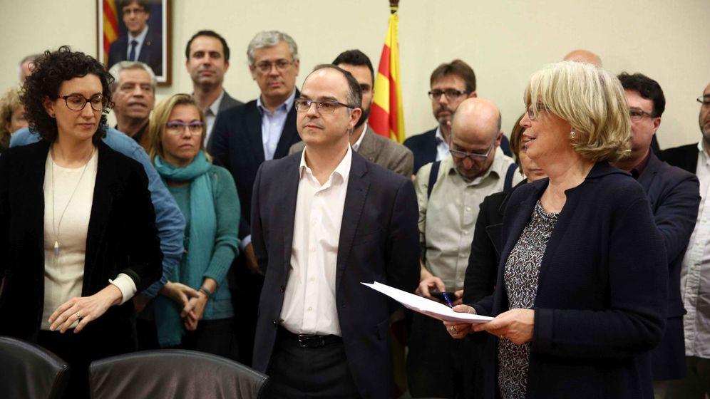 Foto: El 'conseller' de Presidencia, Jordi Turull, en el despacho de su grupo parlamentario. (EFE)