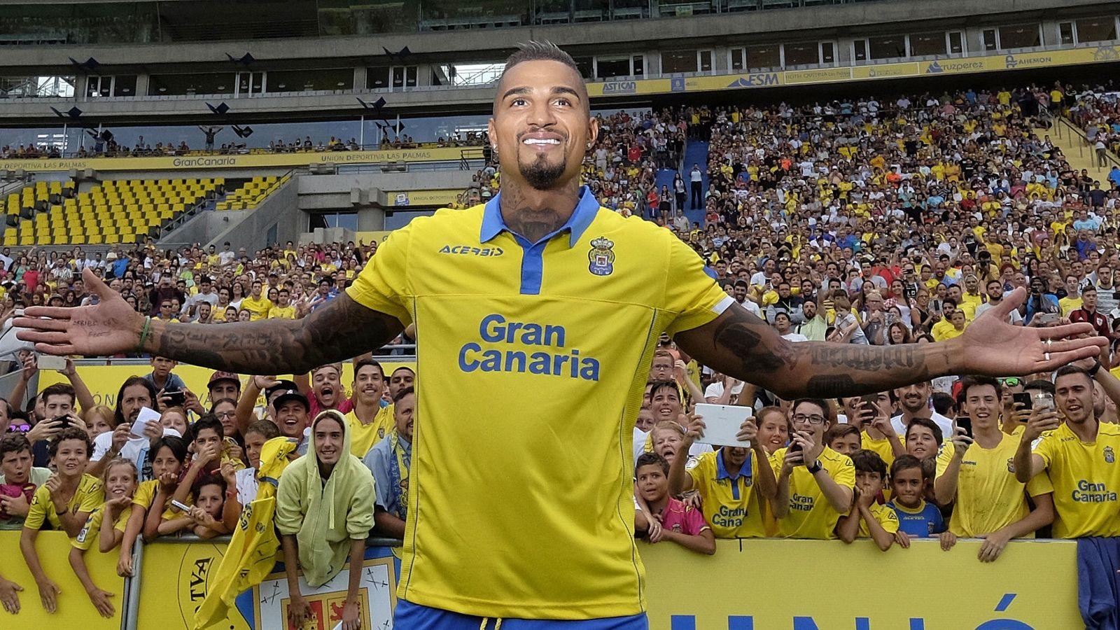 Foto: El atacante Kevin Prince Boateng, durante su presentación en el estadio Gran Canaria tras firmar por Las Palmas. (EFE)