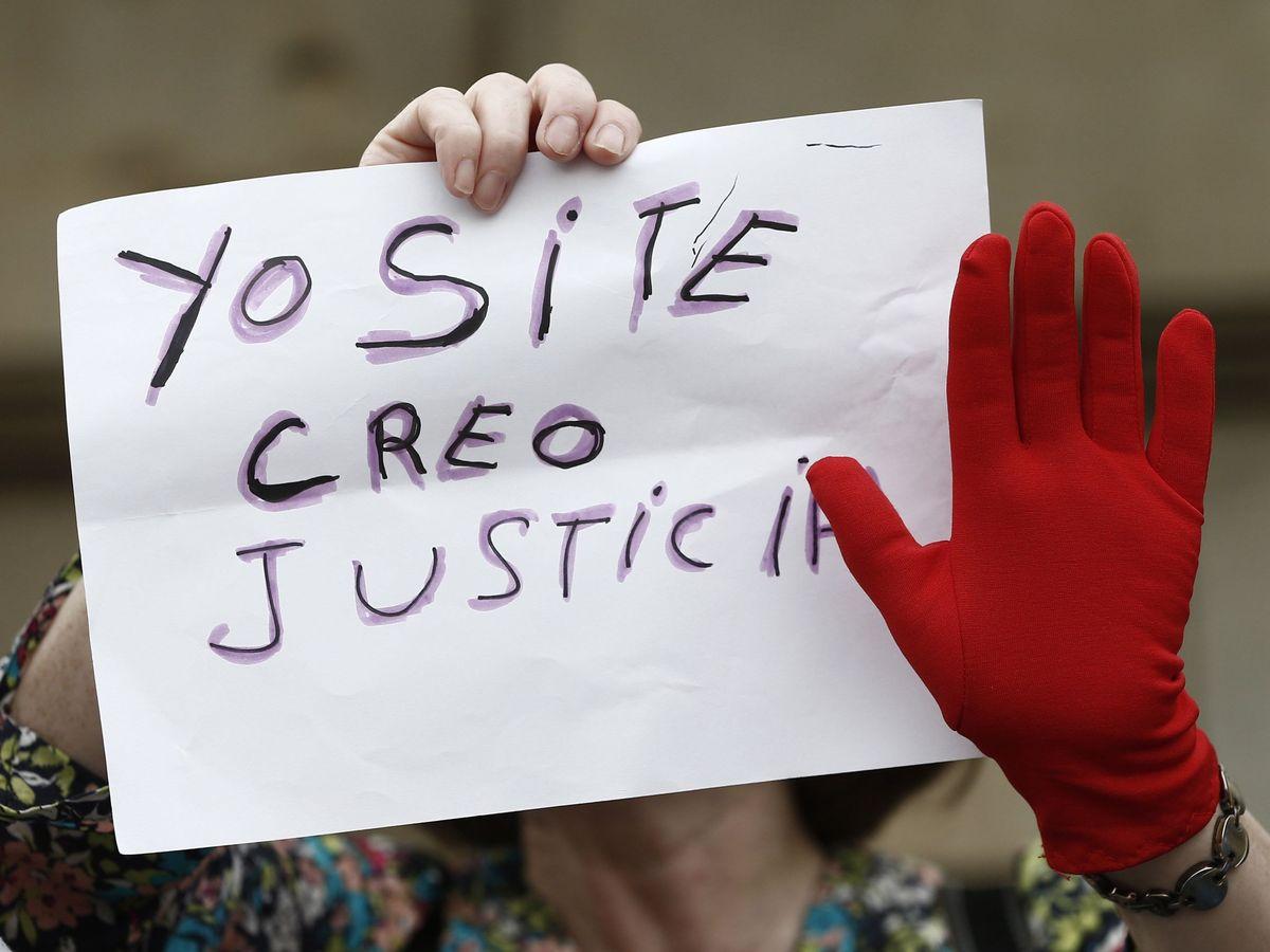 Foto: Concentración en Pamplona para denunciar la violencia machista. (EFE)