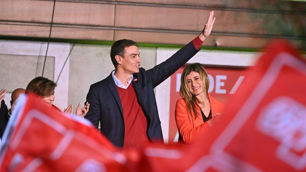 Foto: El líder del PSOE, Pedro Sánchez, celebra los resultados electorales de este domingo. (EFE)