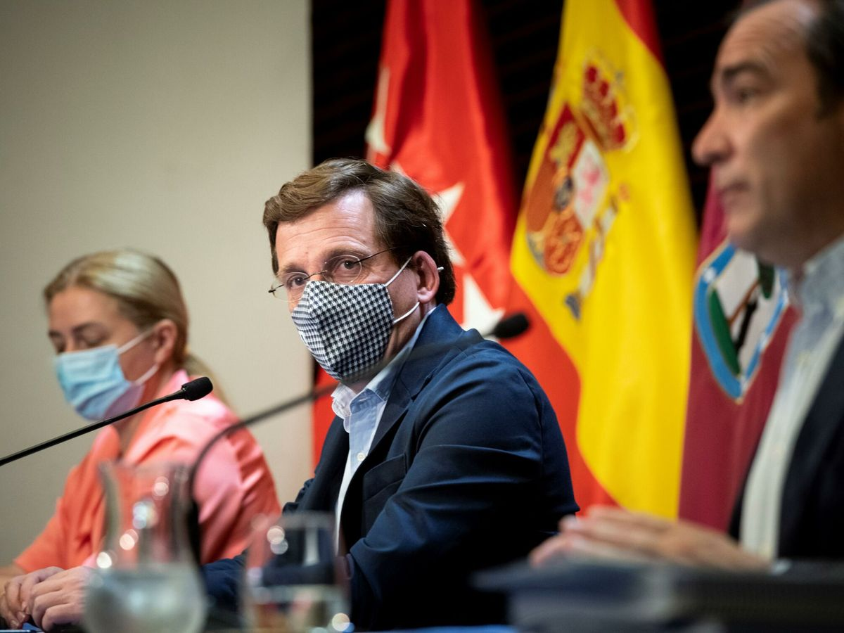 Foto: El alcalde de Madrid, José Luis Martínez-Almeida (c). (EFE)