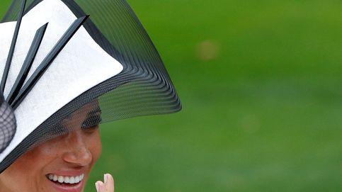 Meghan Markle en Ascot: repite el combo blanco y Givenchy al mes de su boda