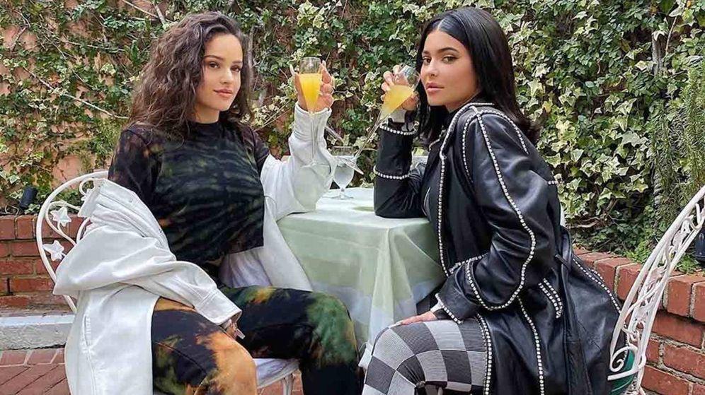 Foto: Rosalía y Kylie Jenner. (Instagram)