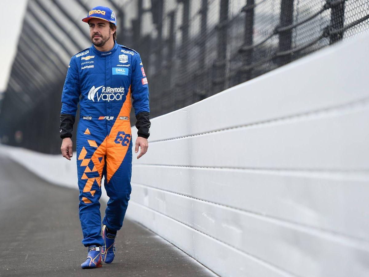 Foto: Fernando Alonso, en el óvalo de Indianápolis. (@McLarenIndy)