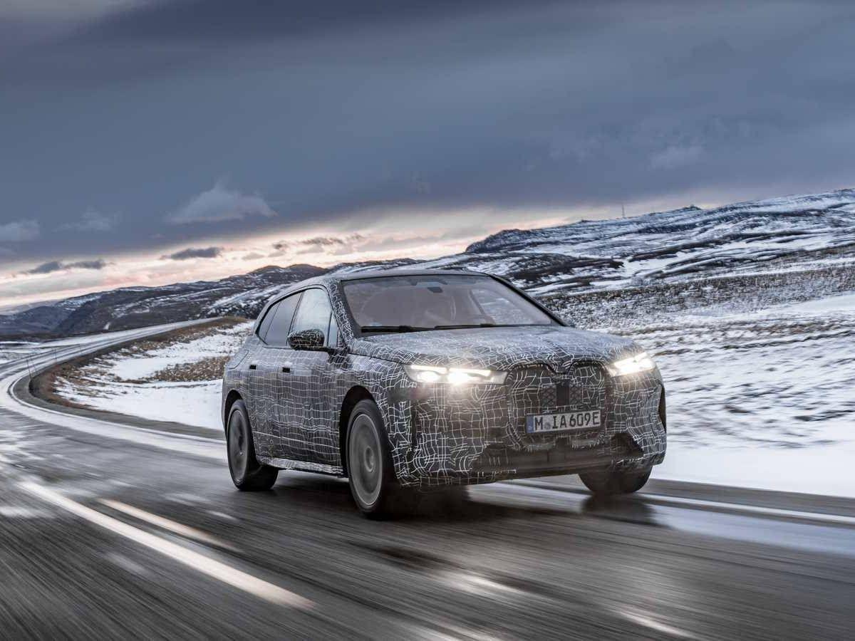 Foto: BMW prepara en Escandinavia su innovador iX, un todocamino eléctrico que llegará a finales de 2021.