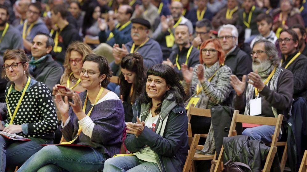 Foto: Asamblea nacional extraordinaria de la CUP. (EFE)