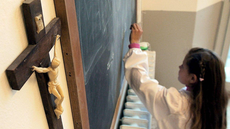Foto: En muchas escuelas europeas sigue habiendo crucifijos en las aulas. (EFE/Franco Silvi)