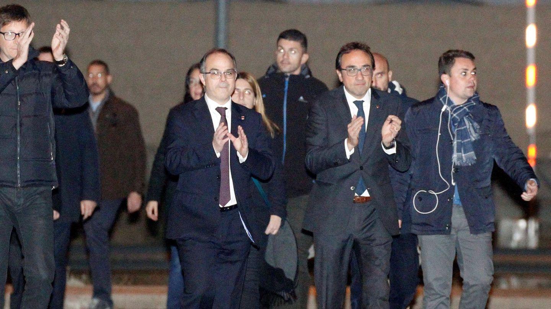 Carles Mundó, Jordi Turull y Josep Rull, a su salida de la prisión de Estremera. (EFE)