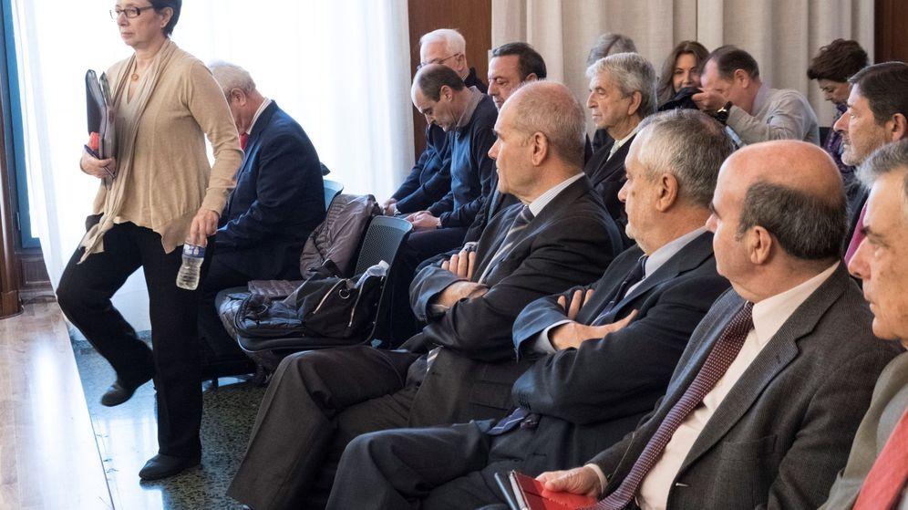 Foto: La exconsejera de Hacienda Carmen Martínez Aguayo durante su declaración en el juicio que se sigue en la Audiencia de Sevilla por la pieza política del caso ERE. (EFE)