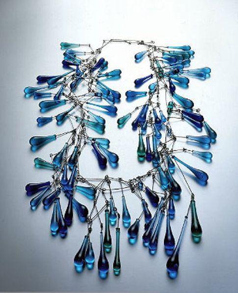 Foto: Innovadoras joyas de cristal en una muestra en Nueva York