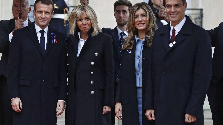 Los Macron posan junto a Gómez y Sánchez. (EFE)