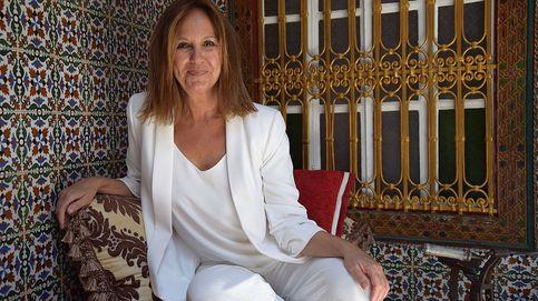 Marido catedrático, dos hijos y estreno de 'La templanza': la vida entre costuras (y libros) de María Dueñas