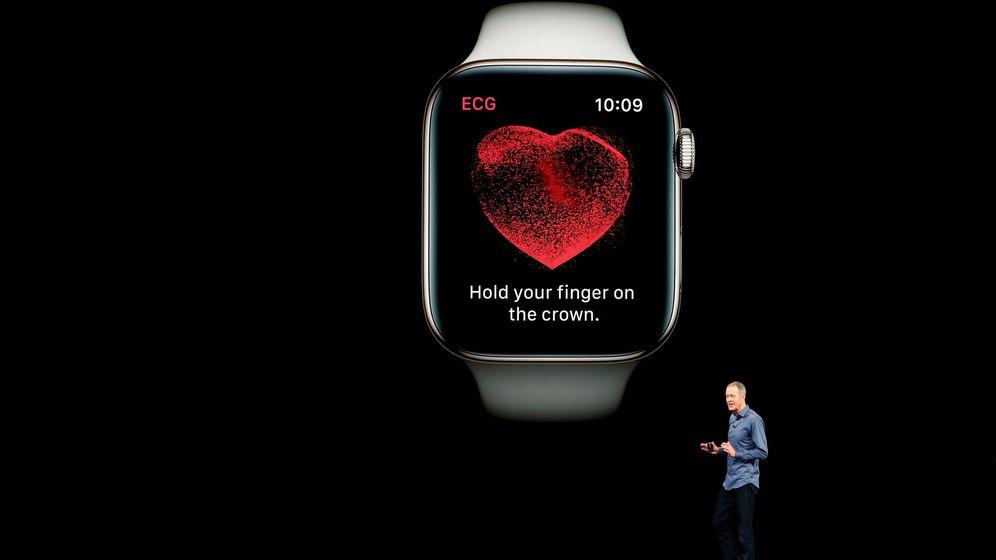 Foto: Jeff Williams, jefe de operaciones de Apple, durante la presentación del electrocardiograma del Apple Watch 4 en Cupertino. (Reuters)