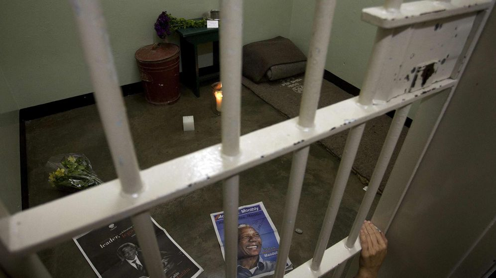 Foto: La celda del expresidente de Sudáfrica y líder contra el Apartheid Nelson Mandela (Reuters)