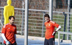 Según 'Antena 3', el Real Madrid quiere vender a Diego López y a Iker Casillas
