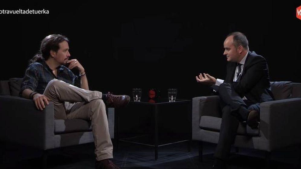 Foto: Pablo Iglesias e Iván Redondo, en un momento de la entrevista de abril de 2016.