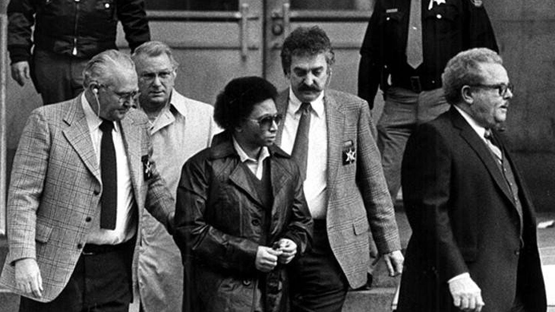 Imagen de la detención de Wayne Williams, conocido por ser el asesino de niños de Atlanta.