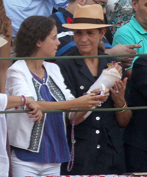 Foto: La infanta Elena y su hija en Valladolid (Gtres)
