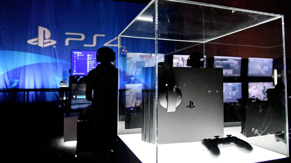 Foto: PlayStation 4 durante las finales de la liga de 'Call of Duty' en Miami Beach. (Reuters)
