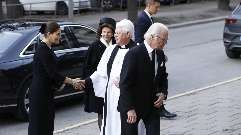 La familia real de Suecia asiste al funeral de Dagmar von Arbin. (Cordon Press)