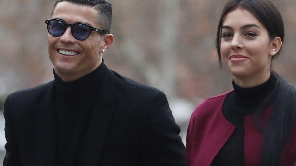 CR y Georgina (con un total look negro),  'estrellas de cine' en los tribunales