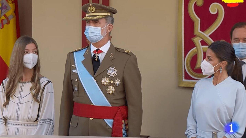 La reina Letizia, pendiente de su hija. (TVE)