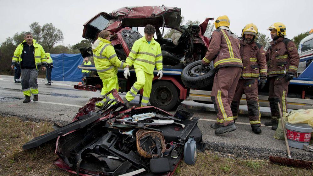 Foto: Imagen de archivo de un accidente de tráfico ocurrido en España, donde murieron siete personas. (EFE)