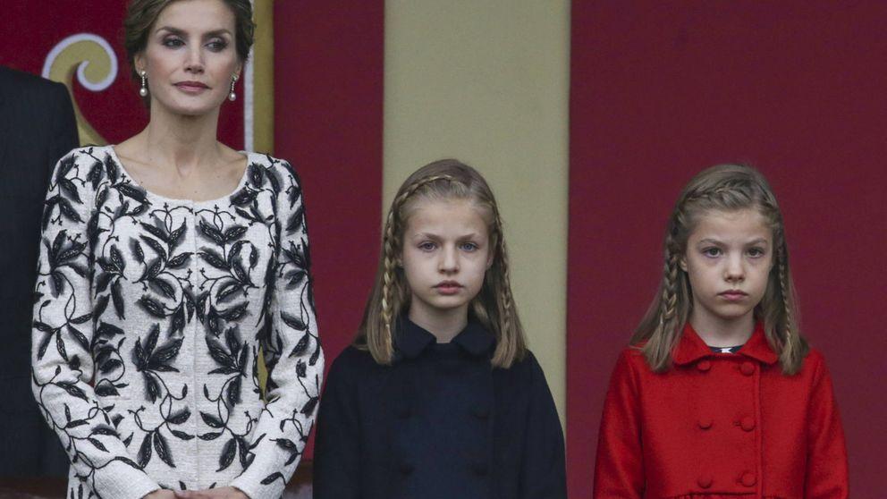 Los Reyes y sus hijas presiden el desfile del Día de la Hispanidad