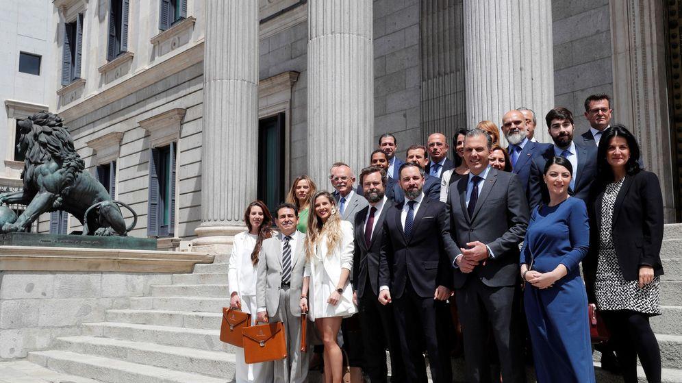 Foto: Los diputados de Vox acuden al Congreso para presentar sus credenciales (Efe)