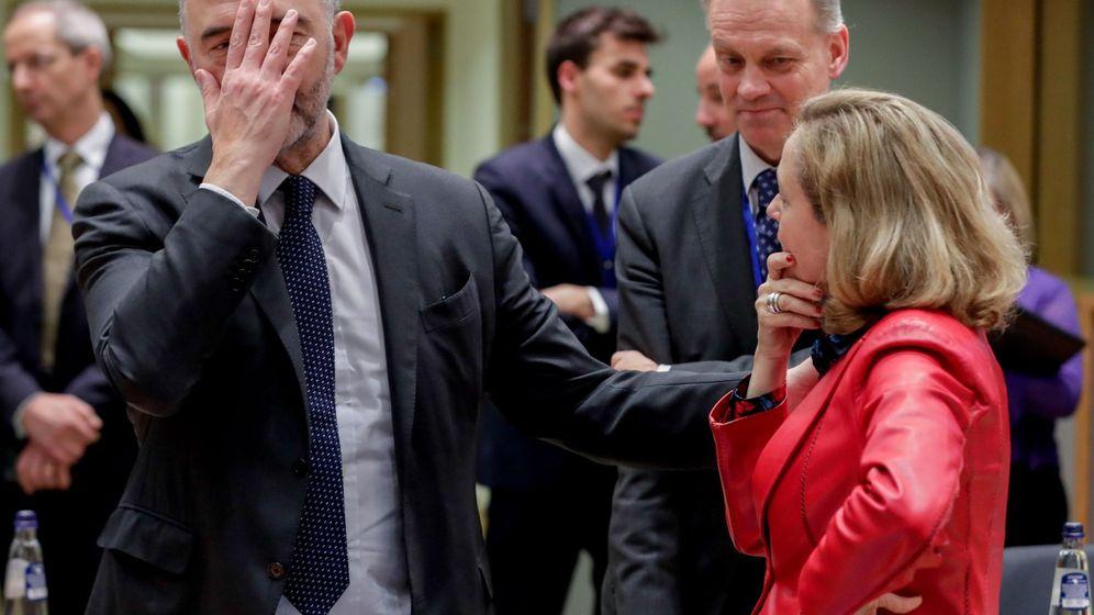 Foto: Pierre Moscovici y Nadia Calviño durante el Eurogrupo (EFE)