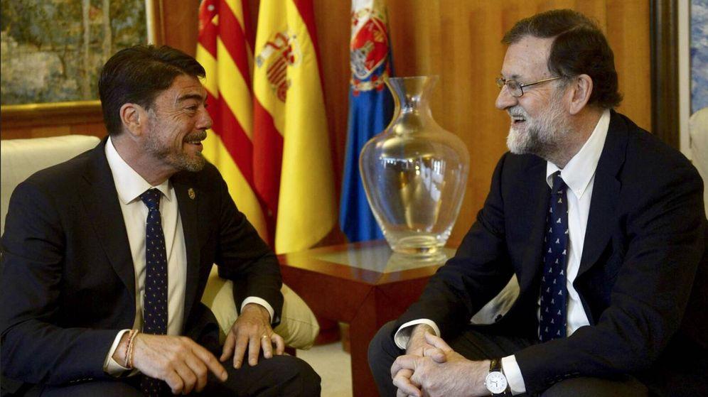 Foto: El alcalde de Alicante, Luis Barcala, y Mariano Rajoy.
