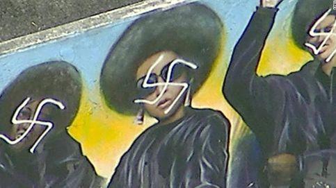 Destrozan con esvásticas un mural de los Panteras Negras en Los Ángeles