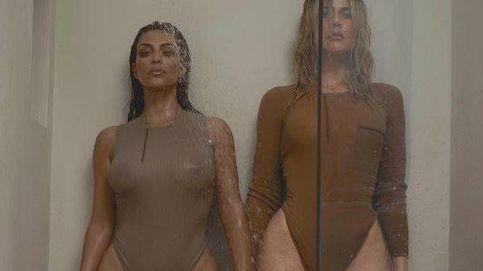 Khloe y Kim Kardashian y su polémico posado pasado por agua