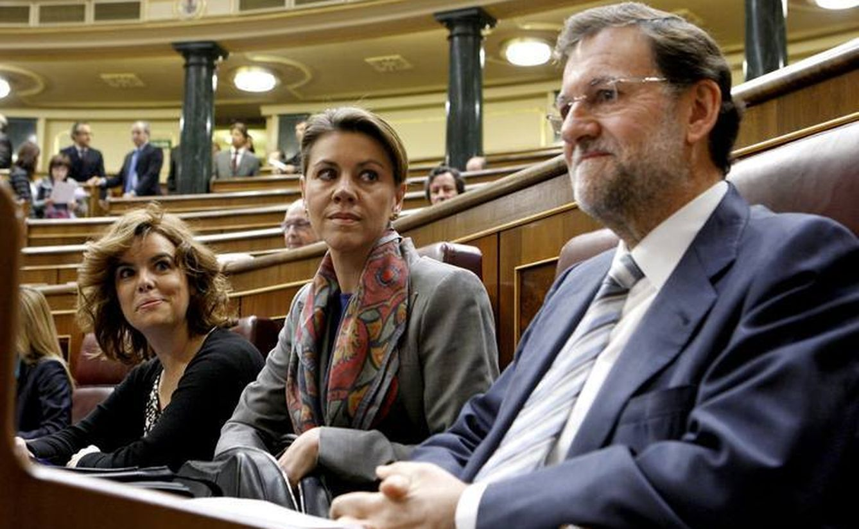 Soraya Sáenz de Santamaría, María Dolores de Cospedal y Mariano Rajoy. (EFE)