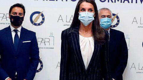 La reina Letizia y su traje de ejecutiva ideal junto a Pablo Iglesias y Díaz Ayuso