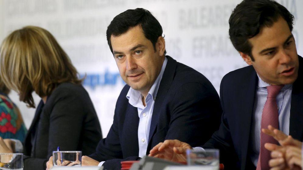 Foto: El líder del PP andaluz, Juan Manuel Moreno (c). (Reuters)