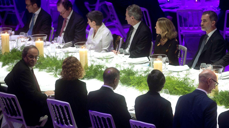 Felipe VI y el president Quim Torra, durante la cena de inauguración del Mobile World Congress. (EFE)