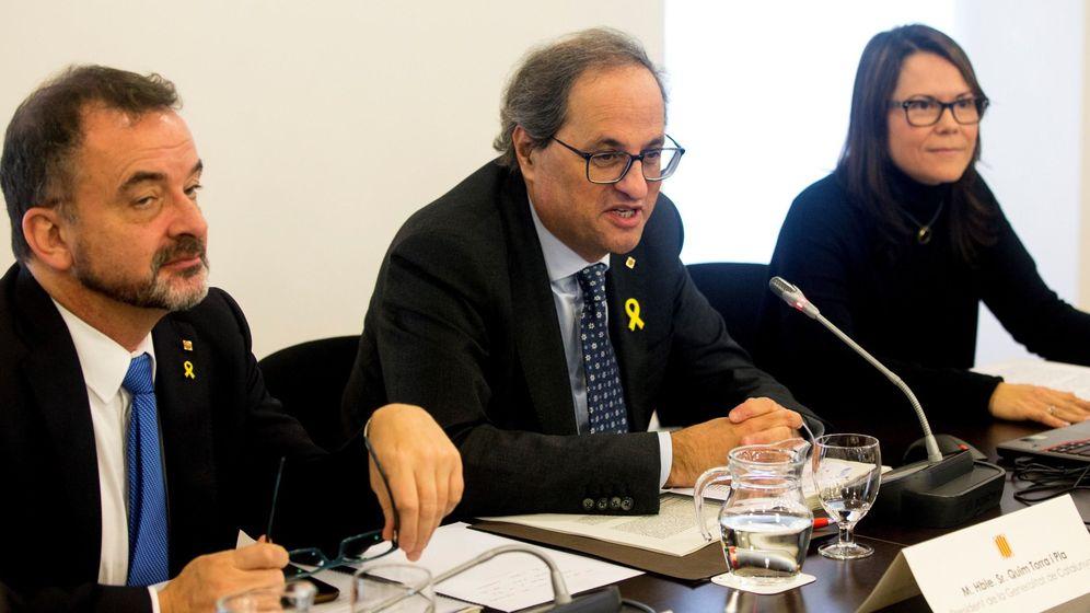Foto: El presidente de la Generalitat, Quim Torra, acompañado del conseller de Acción Exterior, Relaciones Institucionales y Transparencia, Alfred Bosch, y la nueva secretaria general del DIPLOCAT, Laura Foraster i Lloret. (EFE)