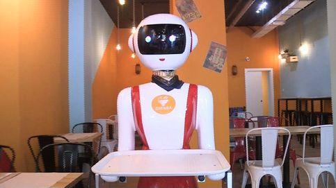 Los robots llegan a un restaurante en Valencia: Mulán pide paso y llama cariño al cliente