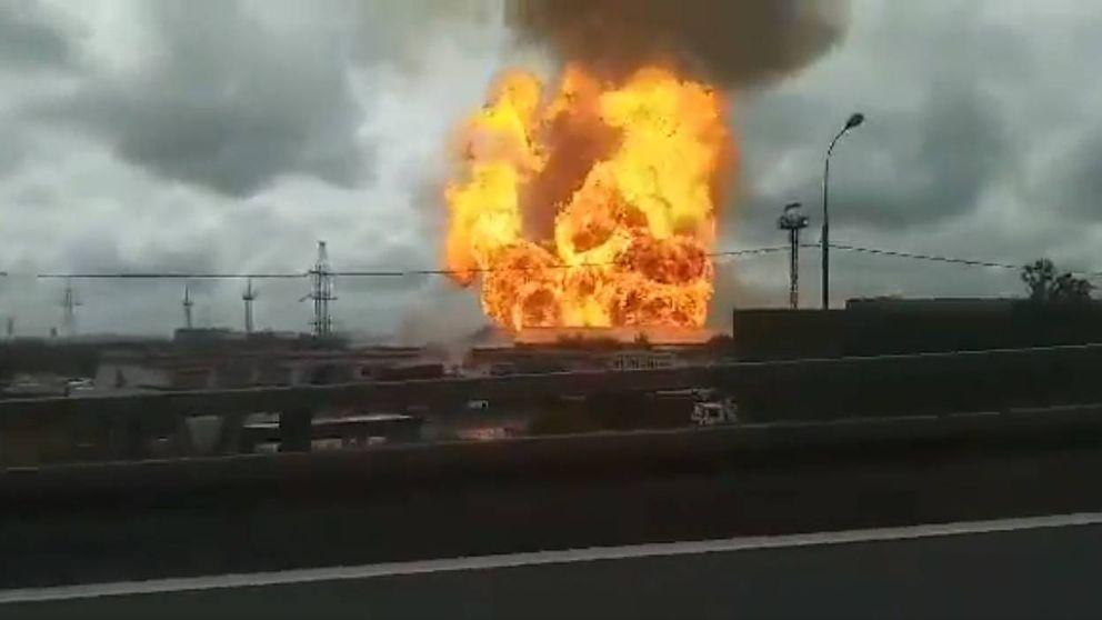 Espectacular incendio en una central termoeléctrica cercana a Moscú (Rusia)