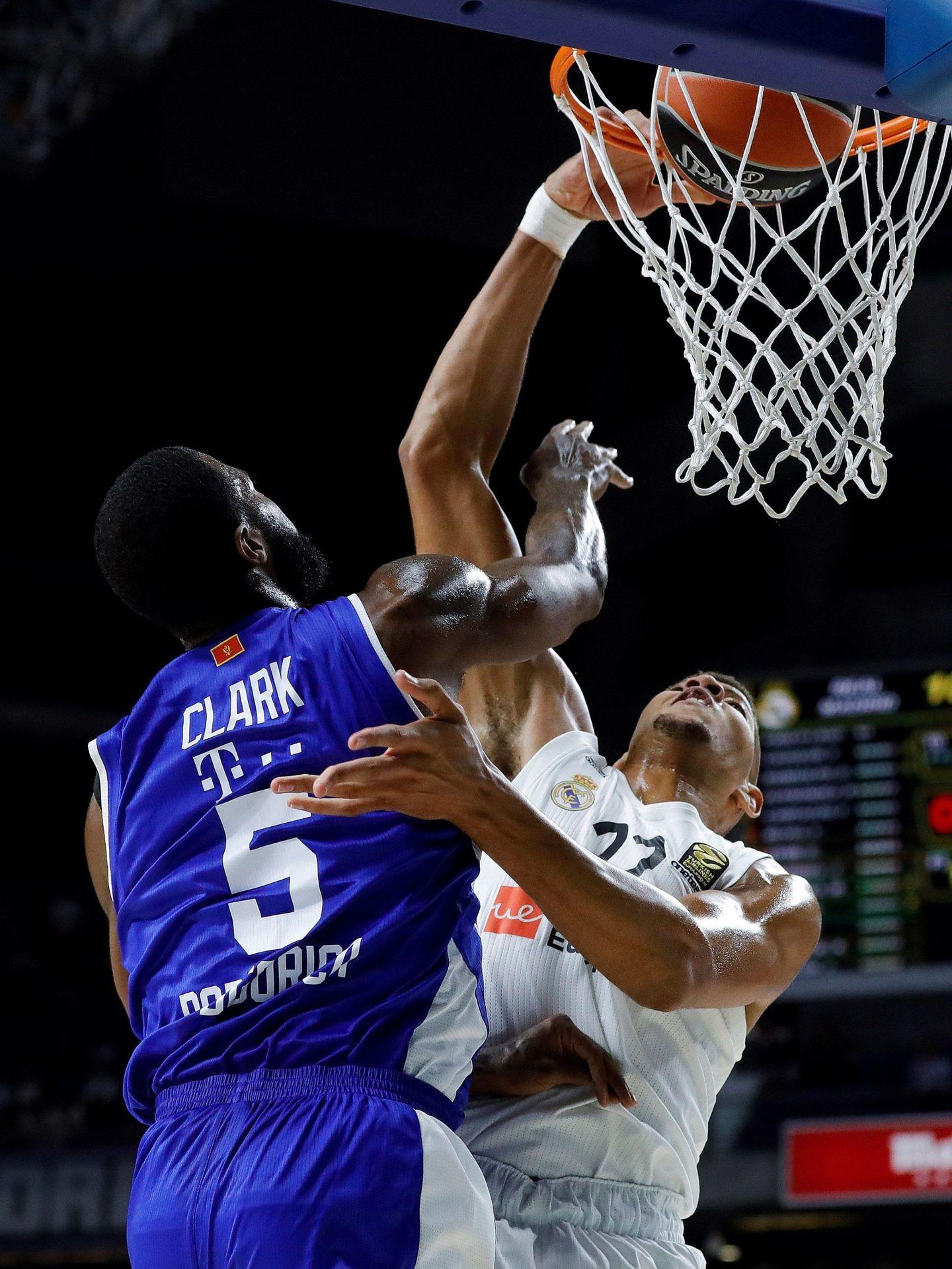 Tavares promedia más de 10 puntos por partido en la Euroliga. (EFE)