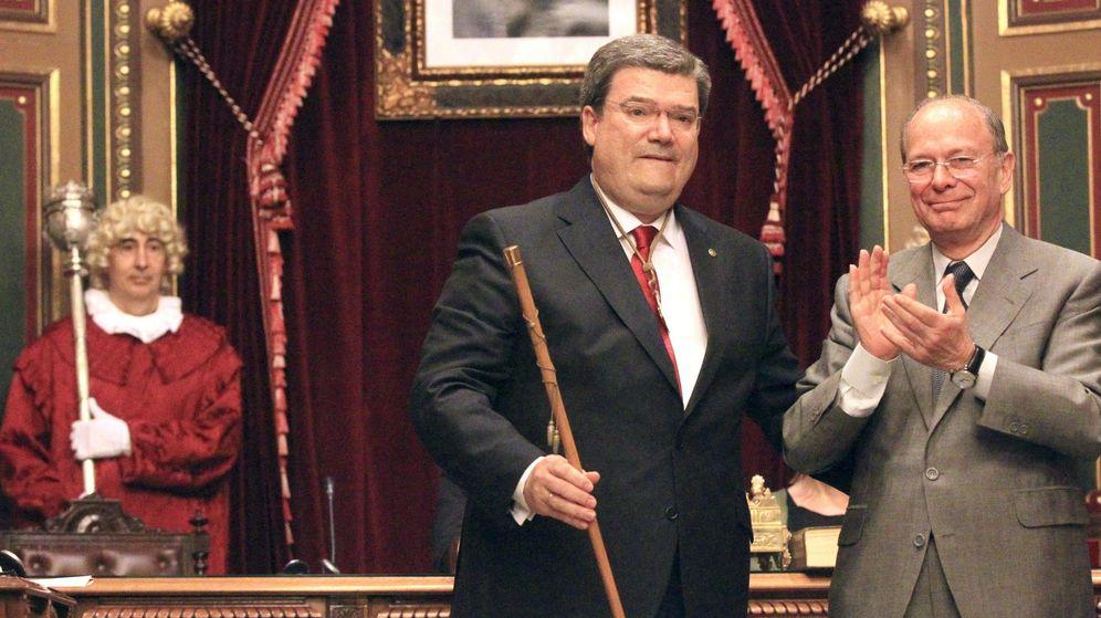 Foto: Juan María Aburto (i), en su toma de posesión como alcalde de Bilbao en 2015. (EFE)