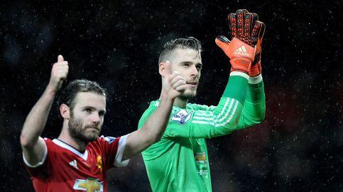 De Gea y un taconazo de Rooney devuelven el pulso al United