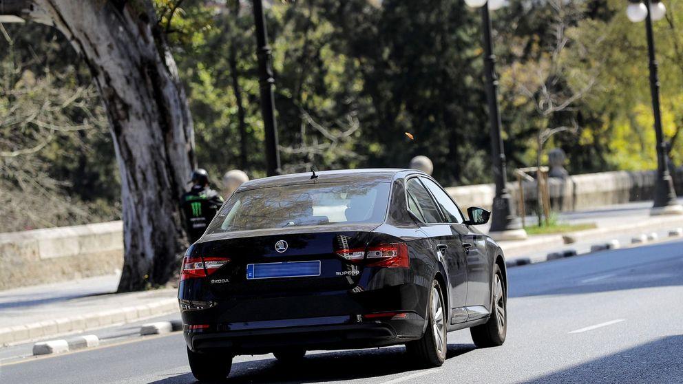 Un conductor de VTC se queda dormido al volante y atropella a dos personas en Sevilla