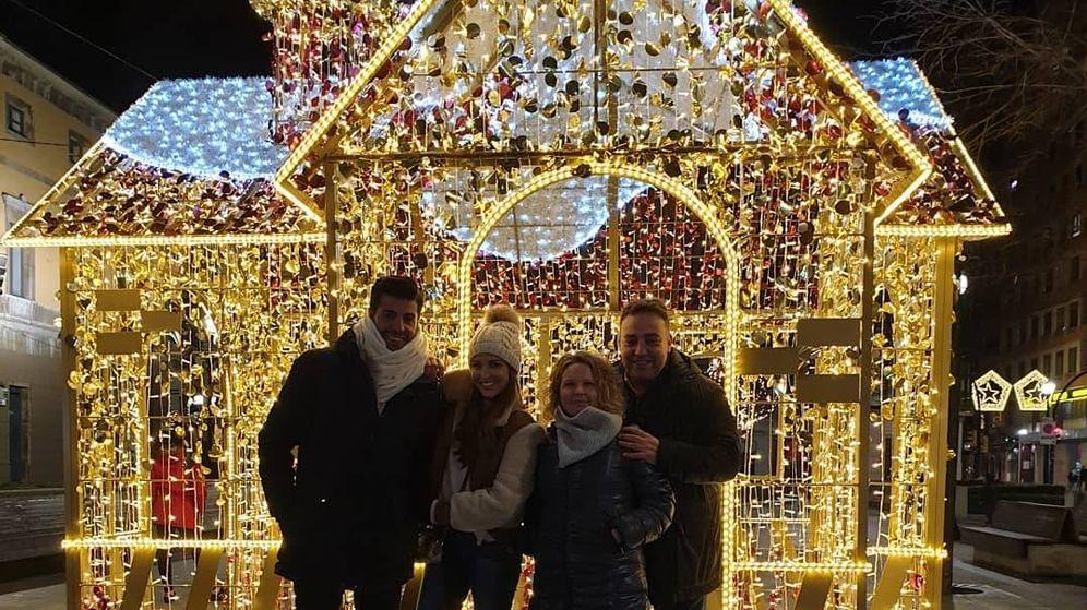 Foto:  Paula y Miguel, junto a unos amigos en una imagen de Instagram.